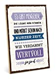 TypeStoff Holzschild mit Spruch – Freunde – im Vintage-Look mit Zitat als Geschenk und Dekoration zum Thema Freundschaft und Geborgenheit