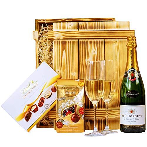 Geschenkset Nizza | Geschenkkorb mit Sekt Brut Chardonnay, Lindt Pralinen & Holzkiste | Präsentkorb für Frauen & Männer zur Hochzeit, Geburtstag, Dankeschön