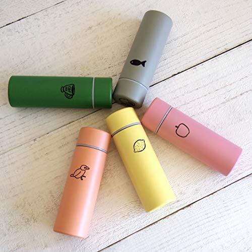 福岡県福岡市を拠点に活動するデザインユニット「山鳩舎」のミニボトル。美しい色の本体に描かれた、シュールでユーモラスなイラストがポイントです。カラーバリエーションは全5色。