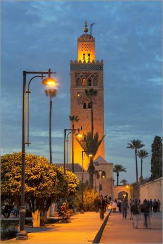Plakāts 61 x 91 cm: Koutoubia mošejas minarets apgaismots naktī, UNESCO pasaules mantojuma vieta, Marakeša, Maroka. Mārtiņš Bērns / Roberts Hardings - augstas klases reprodukcija, jauns plakāts