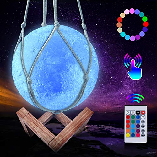 JBHOO Neu 3D Mond Lampe 16 Farben LED Wiederaufladbares Nachtlicht, Dimmbare Galaxis Lampe mit Holzständer und hängendem Netz, Fernbedienung und Touch Steuerung für Baby Freunde