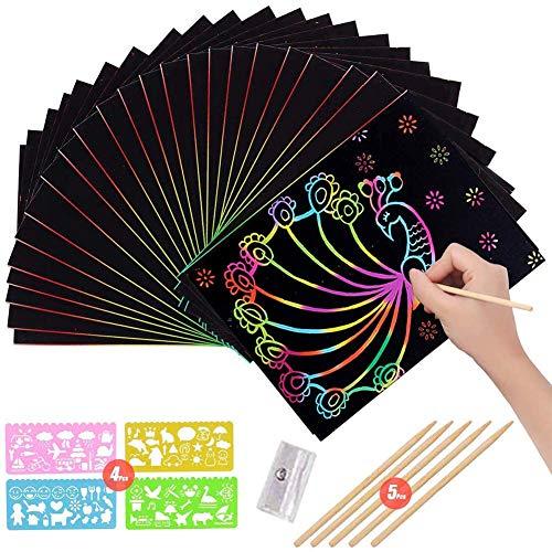 BESTZY Fogli di Disegni Scratch Art, 50 Fogli Arcobaleno da Grattare, Set Artistico,Colorato da Scarabocchiare con 1 Temperamatite,5 Stilo in Legno Sticks e 4 Stencil - 20 * 27 cm (60PCS)