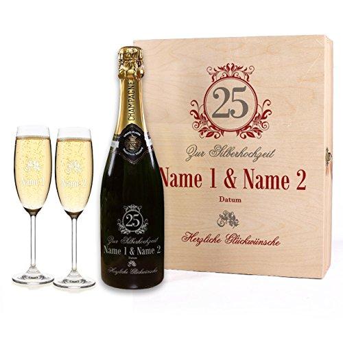 Herz & Heim® Geschenkset zur Silbernen Hochzeit gravierter Champagner mit 2 Gläsern in Premium-Verpackung
