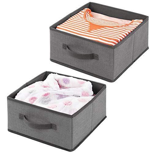 mDesign 2er-Set Aufbewahrungsbox aus Kunstfaser – für Ordnung im Kleiderschrank – Stoffkiste mit Griff und offener Oberseite für Kleidung, Decken, Accessoires und mehr – dunkelgrau