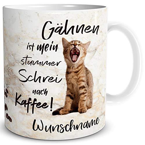 TRIOSK Tasse Katze lustig Kaffee Spruch mit Namen personalisiert Katzen Gähnen Coffee Geschenk für Katzenliebhaber Arbeit Büro Frauen Freundin