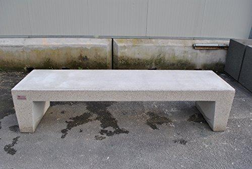 Panchina in beton met Inerti A Vista, zitting Liscia 206 x 55 cm (H x B x D).