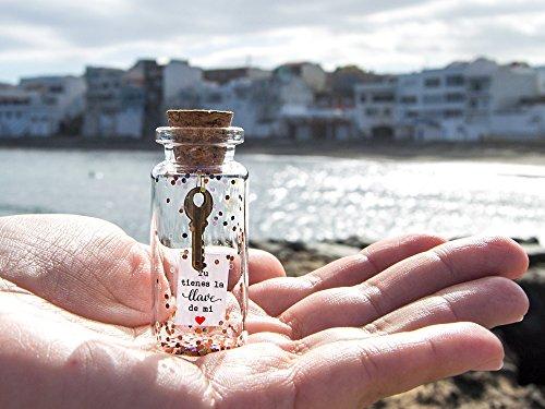 Tu tienes la llave de mi corazón. Mensaje en una botella. Miniaturas. Regalo personalizado. Divertida postal de amor.