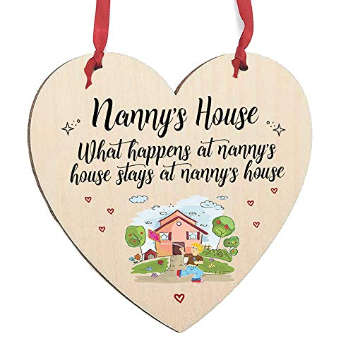 Maisie Moo Gifts Limited What Happens At Nanny's House - Placa de Madera con Texto en inglés Stays At Nanny's House, Madera, Boy Flying Kite, 15cm x 15.6cm