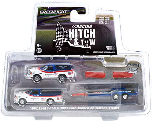 1992 Ford F-150 Pickup Truck & 1992 Ford Bronco & Flatbed Car Trailer blanco y azul BFGoodrich Racing Enganche y remolque 1/64 fundido a troquel Greenlight 31110 A