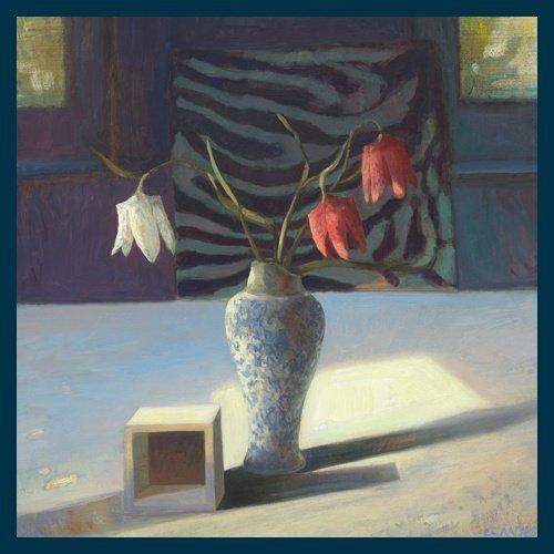 Bild mit Rahmen Edwin Aafjes - Kievitsbloemen - Digitaldruck - Holz blau, 60 x 60cm - Premiumqualität - Modern, Impressionen, Stillleben, Tisch, Blumenvase, Schachblumen, Holzkubu.. - MADE IN GERMANY - ART-GALERIE-SHOPde