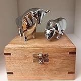 sehr edel wirkende Bulle & Bär-Figuren verchromt und hochglanzpoliert mit Holzbox