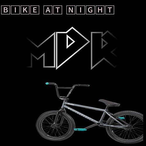 Bike At Night [Explicit] de MDR featuring DJ-Smores en Amazon Music - Amazon.es