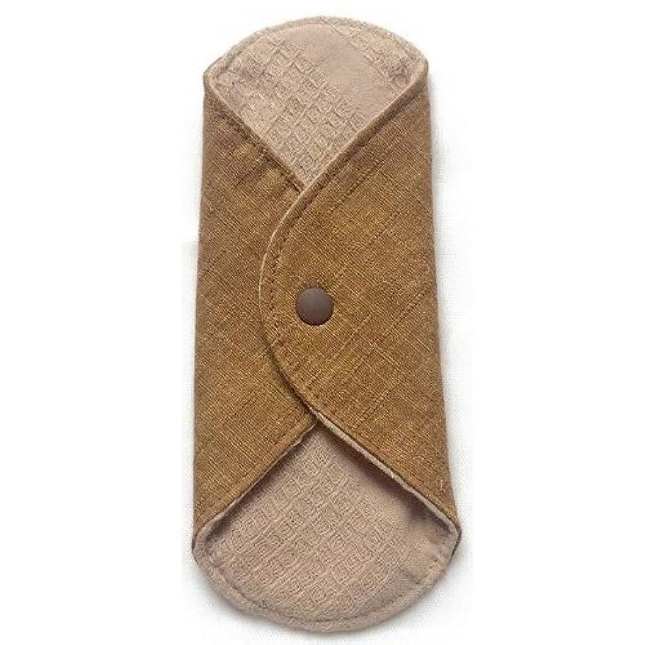 歩行者ギャラントリー後ろに華布のオーガニックコットンのあたため布 Sサイズ(約13×約13cm) 彩り(栗)