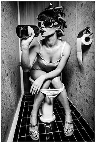 Wallario Poster - Kloparty - Sexy Frau auf Toilette mit Weinflasche in Premiumqualität, Größe: 61 x 91,5 cm (Maxiposter)