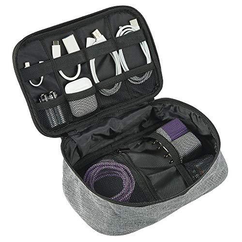 mDesign Organizer da Viaggio – Portaoggetti Tessuto Impermeabile per Accessori – Porta Oggetti con Vari Scomparti per Cavi, Cuffie, batterie, schede di Memoria e Altro – Grigio