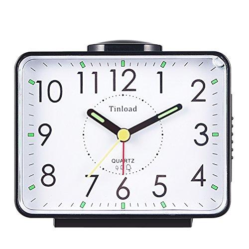 Tinload Analog Seniorenwecker mit Nachtlicht, 4 Zoll großes Zifferblatt, Tischuhr mit Schlummerfunktion, laut, ansteigendem 3-stufigem Glockenton, Batteriebetrieben (Schwarz)