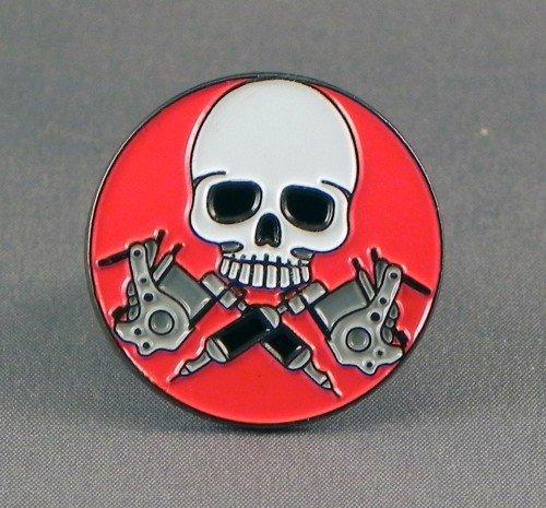 Metal Esmalte Insignia con alfiler Broche Tatuaje Calavera y Pistolas