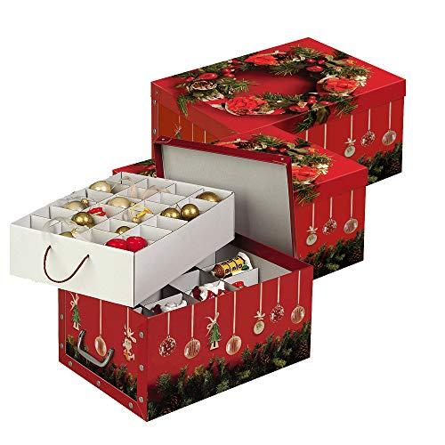 Kreher Set aus 3 Deko Kartons aus stabiler Pappe mit Griffen aus Kunststoff und Deckel. Mit Einsätzen für ca. 40 Christbaumkugeln. Design in Rot mit Weihnachtskranz. Stapelbar. Zur Selbstmontage.