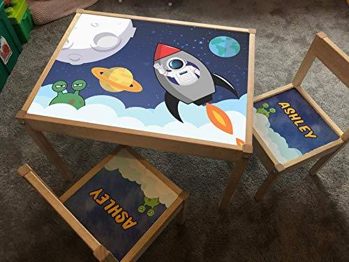 MakeThisMine Adhesivo personalizado para niños solo para mesa y 1 silla Ikea LATT nombre de madera grabado, astronauta, planetas, sistema solar, cohetes impresos juego de escritorio para niños, niñas