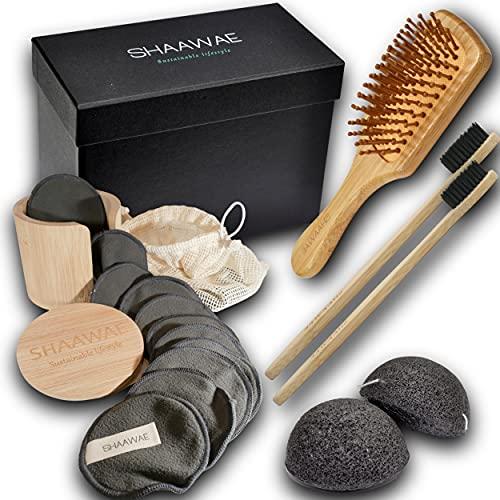 kit beauté zéro déchet en bambou, 20 lingettes démaquillantes lavable dans leur filet et 1 pot bambou, 2 éponges konjac naturelles, 2 brosses à dent charcoal, 1 brosse à cheveux dans un coffret cadeau