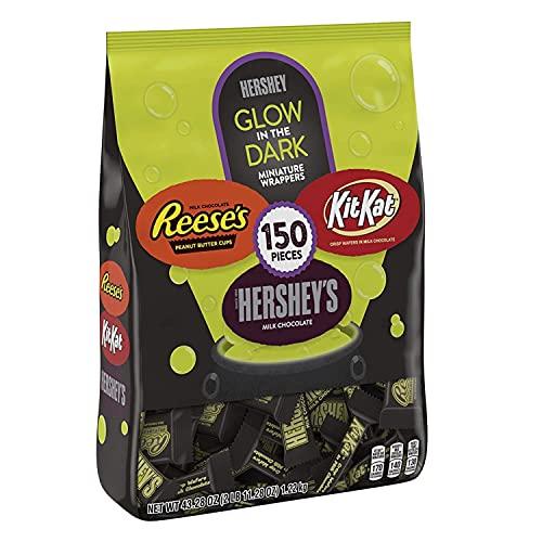 HERSHEYS, REESES and KIT KAT Glow in the Dark Wrappers Milk Chocolate Assortment Candy, Halloween, 43.28 oz Bulk Bag