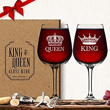 King Queen Wine Glass (Set of 2) - His Hers Couple Drinkware - Newlyweds Wedding Anniversary Bridal Gift - Mr and Mrs Housewarming Birthday Glassware - Husband Wife Funny Fancy Royalty Novelty