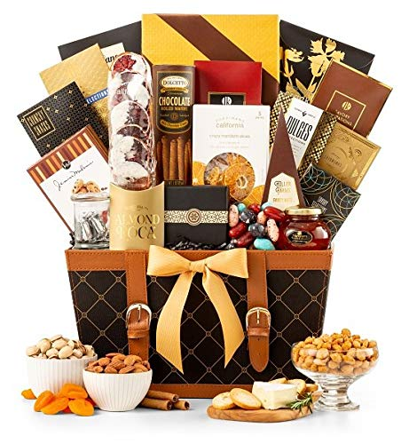Golden Gourmet Gift Basket | Enjoy Caramel Stroopwafel, Chocolate Chip Cookies, Honey Roasted Peanuts, White Cheddar Popcorn, Peanut Brittle & More