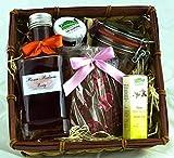 Geschenkkorb: Rosen Bouquet mit Rosen-Balsam-Essig, Rosensalz, Rosen-Marmelade, Schokolade mit Rosenblüten