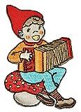Zwerg mit Akkordeon / Ziehharmonika 5 cm * 7,5 cm Bügelbild Aufnäher Applikation - Zerrwanst Zwerge Gartenzwerg Kleiner Mann