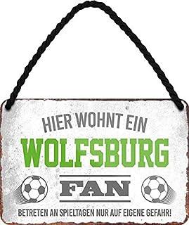 Blechschilder HIER WOHNT EIN Wolfsburg Fan Hängeschild für Fußball Begeisterte Deko Artikel Schild Geschenkidee 18x12 cm