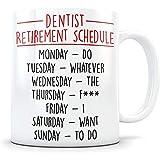 Regalos de jubilación del dentista Taza de café feliz y jubilada como taza de jubilación de mordaza dental para alguien que se retira de la odontología