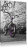 BMX vélo en face de mur de graffiti noir / blanc Taille: 120x80 sur toile, XXL...