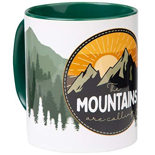 Kaffeepott Mountains Are Calling | Keramiktasse mit Outdoor Motiv | für Trekking, Wandern und Reisen | für Liebhaber der Berge und den Alpen | von MUGSY.de
