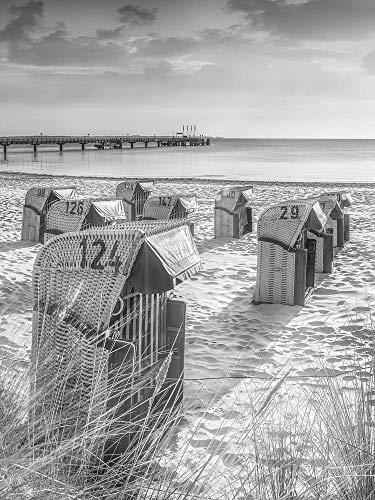 Voss Fine Art Photography Leinwandbild 75 x 100 cm. Strandkoerbe im Sonnenaufgang am Ostsee Strand von Scharbeutz. Schwarz-weiß Bild.Hochformat Foto als Leinwand Wandbild.