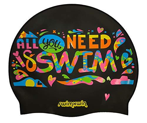 SWIMXWIN Cuffia in Silicone all You Need is Swim | Cuffia da Nuoto|Cuffia da Piscina | Grande Comfort e Aderenza | Design e Stile Italiano