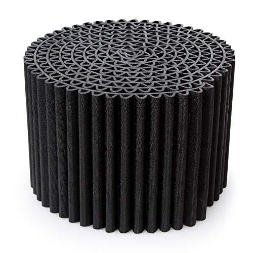 Le pouf Leggero Plus qu'un simple siège. Il se transforme en table basse, tabouret, repose-pieds ou table de nuit. Le meilleur de la qualité et du design italien. Existe en deux couleurs classiques, noir et blanc chaud. Diamètre : 55 cm, Hauteur : 36 cm.
