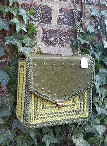 Olivgrüne Schultertasche.Khaki Leder Handtasche mit Metall-Nieten. Cross-body Bag mit gesticktem ornament