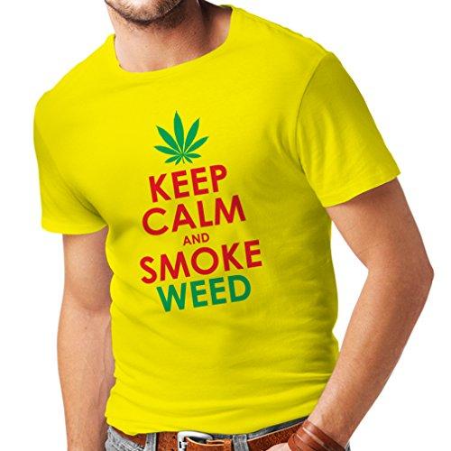 lepni.me Camisetas Hombre Mantener la Calma y Humo - Hoja de Marihuana (Small Amarillo Rojo)