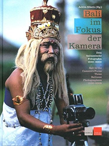 Bali im Fokus der Kamera: Drei balinesische Fotografen 1930 -2009, erschienen anlässlich der Ausstellung