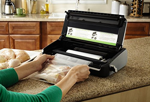 FoodSaver FM2100-000 Vacuum Sealer Machine System with Starter Bags & Rolls   Safety Certified