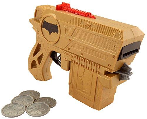 """Batman Blaster, ispirato al film """"Justice Leasue"""" Include: un blaster e cinque dischi. Guarda i dischi volano – con luci e suoni come si vede sullo schermo. La clip – memorizza le scorte sul blaster, in modo da essere pronti a ricaricare e sparare in..."""