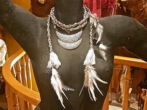 Collar plateado de tela con abalorios de metal y plumas. Lo puede usar como cinturón.