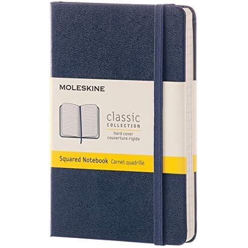 Moleskine Classic Notebook, Taccuino a Quadretti, Copertina Rigida e Chiusura ad Elastico, Formato Pocket 9 x 14 cm, Colore Blu Zaffiro, 192 Pagine