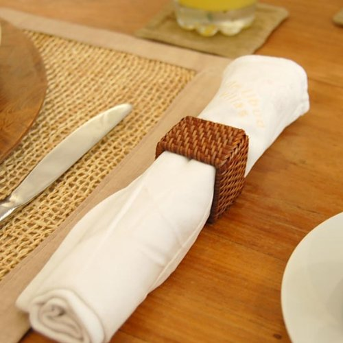 アジア工房『アタとラタンで編まれた四角いナプキンリング』