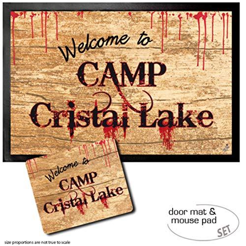 1art1 Viernes 13, Welcome To Camp Crystal Lake Felpudo Alfombra (60x40 cm) + Alfombrilla para Ratón (23x19 cm) Set Regalo