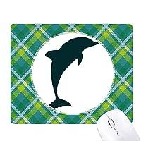 ブルーオーシャン大人しいフレンドリー・ドルフィン 緑の格子のピクセルゴムのマウスパッド