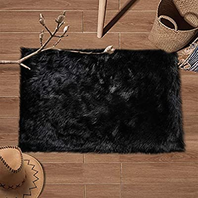 YJ.GWL Super Soft Faux Sheepskin Fur Area Rugs for Bedroom Floor Shaggy Plush Carpet Faux Fur Rug Bedside Rugs, 2 x 3 Feet Rectangle White