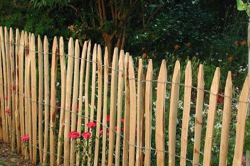 Staketenzaun aus Kastanienholz H=80cm, L=10m, Staketenabstand=5cm