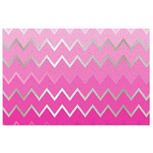 Felpudo con diseño de cheurón metálico rosa con respaldo de PVC resistente para uso en interiores y exteriores