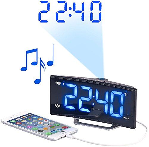 auvisio Funk Radiowecker: Projektions-Radiowecker mit Curved-Display, Dual-Alarm & USB-Ladeport (Digital Radiowecker)